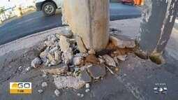 Poste quebrado aparece na Avenida São Paulo, em Aparecida de Goiânia
