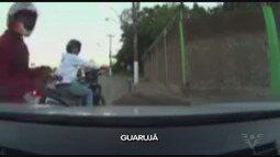 Câmera instalada em carro registra assalto em Guarujá