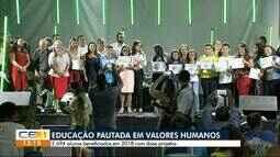 Estudantes de escolas públicas de Horizonte recebem certificado