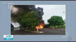 Dois caminhões pegam fogo após queda de raio na BR-316