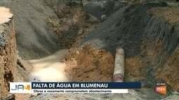 Obras e vazamento comprometem o abastecimento de água pra região Oeste de Blumenau