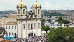 Multidão acompanha cortejo da Lavagem do Bonfim, em Salvador