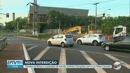 Transerp interdita cruzamento de avenida no Centro de Ribeirão Preto, SP