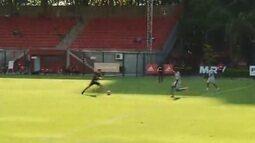São Paulo vence jogo-treino contra o São Caetano com golaço de Araruna