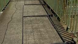 Prefeitura de Poá mantém interdição parcial de passarela na Vila Perracine