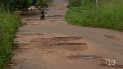 Motoristas e pedestres reclamam das más condições das vias em bairro de Caxias
