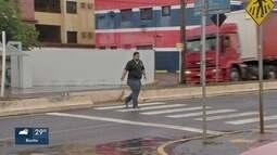 Motoristas que desrespeitam faixa de pedestres cometem infração gravíssima