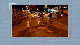 Grupo de igreja faz vaquinha e tapa buracos na estrada Jarbas Passarinho em Rio Branco
