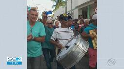 Sanfoneiro tem cortejo fúnebre ao som de forro no município de Estância, em Sergipe