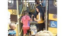 Monitores começam a trabalhar dentro dos ônibus escolares em Montes Claros