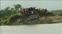 Ciclone em Moçambique: sobreviventes resistem em árvores e telhados