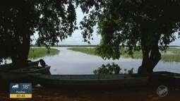 A cheia do Rio Grande muda a rotina dos moradores de Colômbia