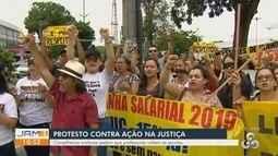Em Manaus, professores protestam contra ação na justiça