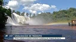 Placas indicam os pontos turísticos e públicos em Tangará da Serra