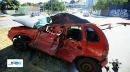 Três pessoas ficam feridas em colisão entre carro e ônibus na Avenida Anhanguera