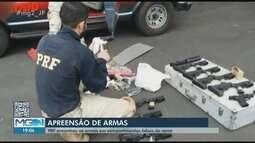 Casal estrangeiro é preso transportando vários fuzis, pistolas e munições em Juiz de Fora