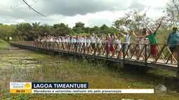 Moradores, veranistas e comerciantes protestam contra poluição de lagoa em Praia do Forte