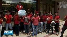 Aprovados em concurso do Corpo de Bombeiros protestam em frente à Assembleia Legislativa