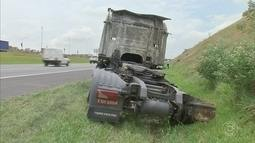 Caminhão-tanque carregado com chorume pega fogo e interdita a Rodovia dos Bandeirantes