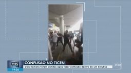 Cobrador e passageiro ficam feridos após confusão em ônibus na capital; dois são detidos