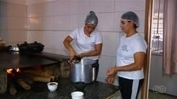 Dona de restaurante em Catalão ensina a preparo de costela no bafo da panela de pressão