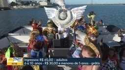 Blocos líricos levam clima de carnaval para passeio de catamarã no Recife