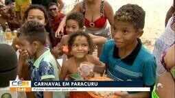 Foliões aproveitam para curtir a praia em Paracuru