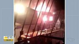 Incêndio atinge prédio de três andares em Domingos Martins