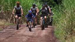 'Bikers Camuflados': gupo de ciclistas une o pedal com a fotografia de natureza