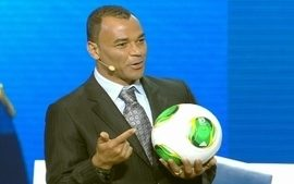 Cafu apresenta a bola oficial da Copa das Confederaes