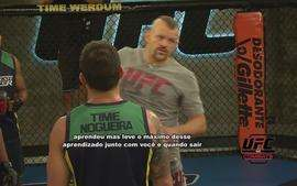 Lenda do UFC, Chuck Liddell ensina tcnicas em visita aos competidores do TUF Brasil 2