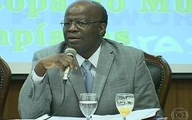 Declaraes do ministro Joaquim Barbosa provocam crticas no meio poltico