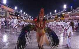 Viviane Araujo desfila como rainha da bateria do Salgueiro