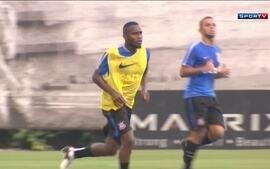 Corinthians apresenta o volante Willians, que chega para a vaga deixada por Ralf