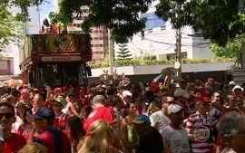Bloco Timbu Coroado reúne torcedores do Náutico no carnaval do Recife
