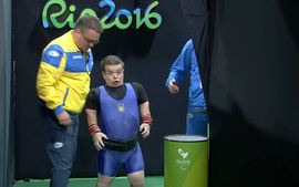 Confira a reação de atleta da Ucrânia na Paralimpíada após cheirar amônia
