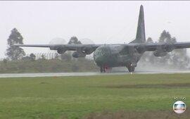 Primeiro avião trazendo corpos de vítimas em tragédia com a Chapecoense chega em Chapecó