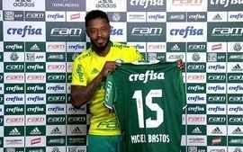 Michel Bastos é apresentado no Palmeiras