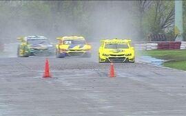 Pilotos da Stock Car falam de cuidados com carros debaixo de chuva em Tarumã