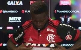 Flamengo apresenta colombiano Marlos Moreno