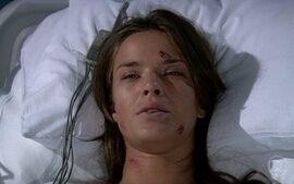 Érika acorda e diz pra Júlia que já sabe que perdeu o bebê