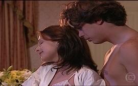 Eduarda e Marcelo vivem primeira noite de amor