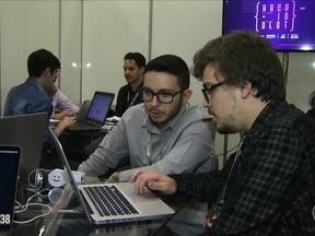 Hackers criam aplicativo para ajudar o consumidor a controlar as dívidas e evitar atrasos