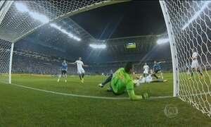 Cruzeiro vence Grêmio e se aproxima de título