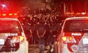 Foliões entram em choque com a PM durante a madrugada em São Paulo