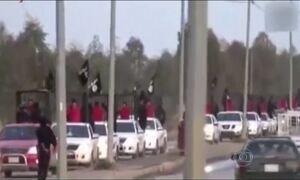 Vídeo do Estado Islâmico mostra prisioneiros desfilando em jaulas