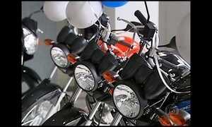 Motoristas trocam carros por motos por causa da alta nos combustíveis