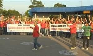 Empregados de montadoras de SP protestam contra afastamento de funcionários