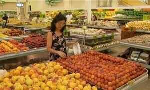 Preços altos fazem brasileiros gastar menos em supermercados