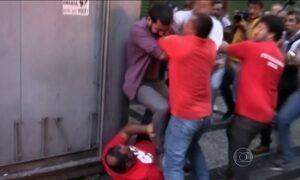 Manifestantes pró e contra PT brigam durante evento no Rio